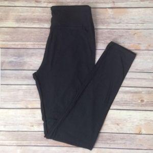 Lularoe Tall & Curvy black leggings